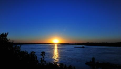 Beautiful sunset on Mississippi River - Andrea Zucker
