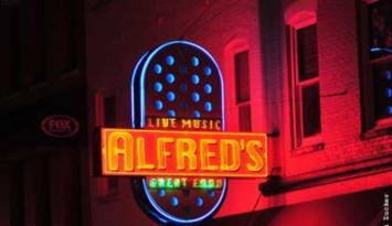 Great food and live music at Alfred's on Beale. Photo by Andrea Zucker.